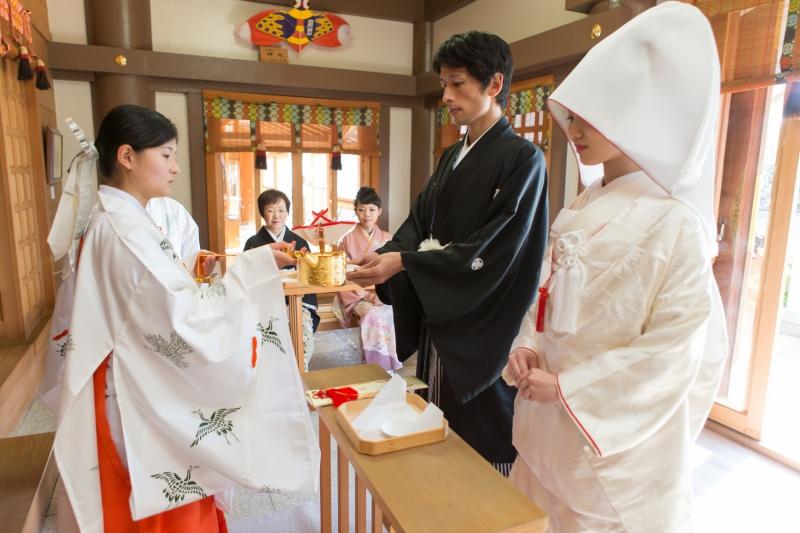 首都圏郊外、地元神社で挙げる和装結婚式をサポート