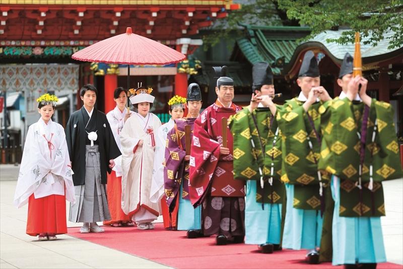 総漆朱塗りの由緒ある社殿で<br>江戸情緒と粋を感じる結婚式