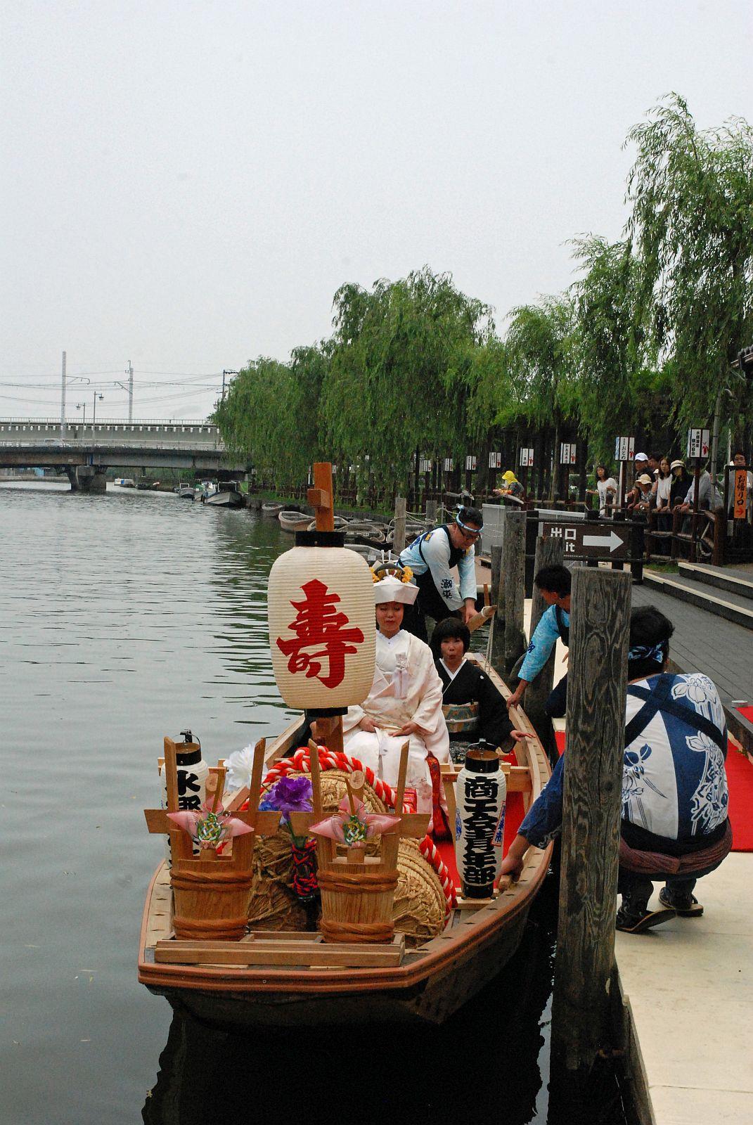 希望者殺到、潮来伝統のスタイル「嫁入り舟」での嫁入り風景を密着取材