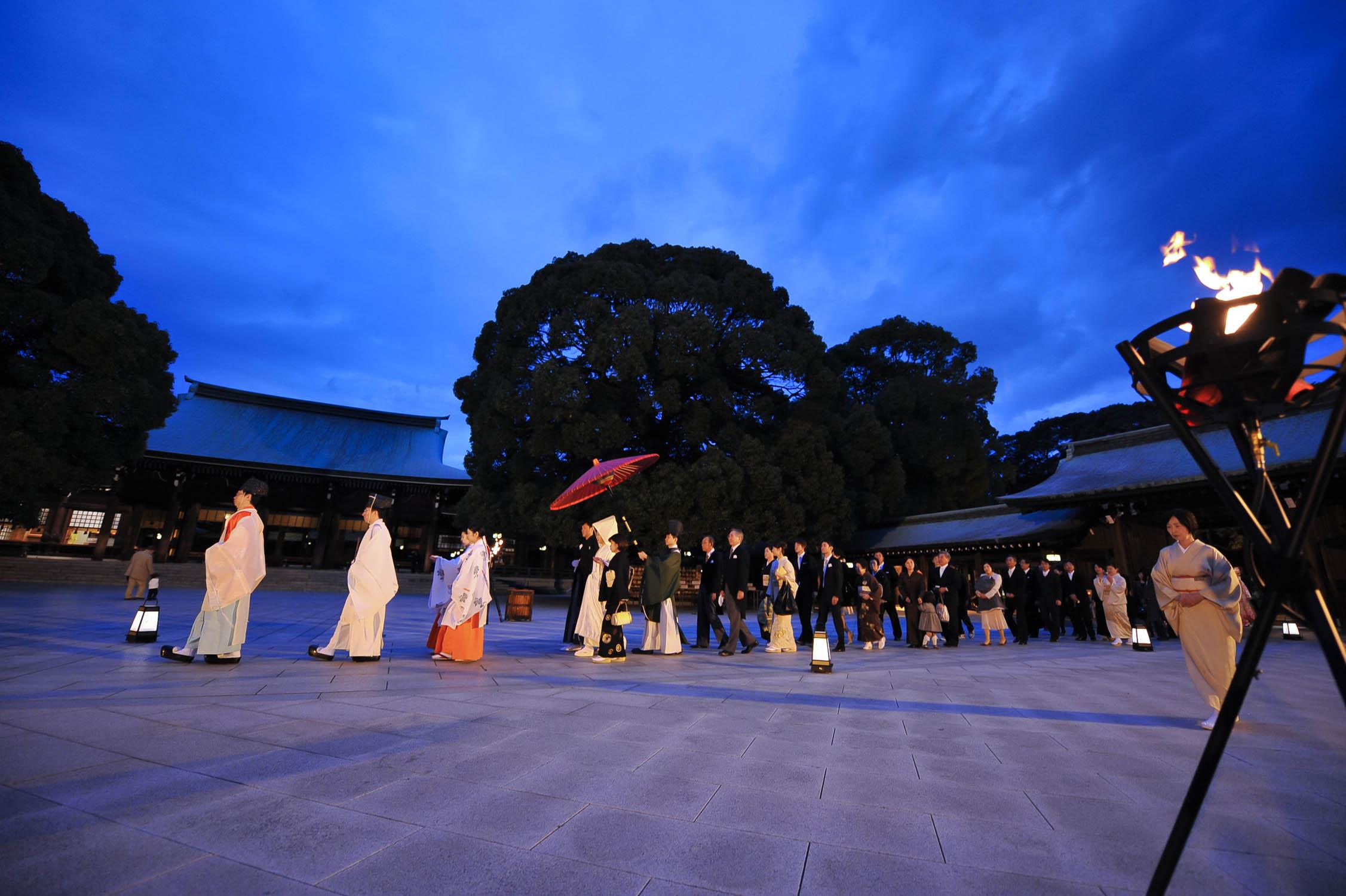 10月からがシーズン本番<br>かがり火挙式ができる東京の神社