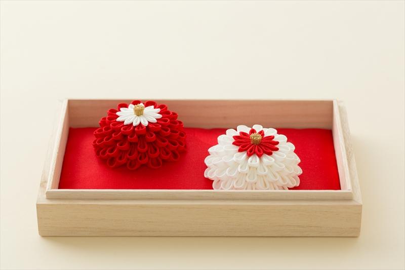 贈り物にも、披露宴の演出にも<br>心華やぐ「花モチーフ」のアイテム