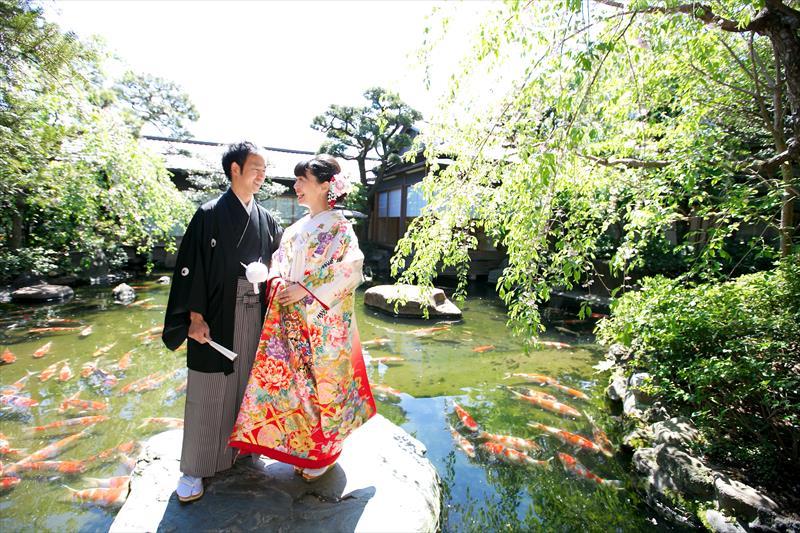 和の婚礼衣裳が美しく映える<br>料亭という異空間をゲストと堪能