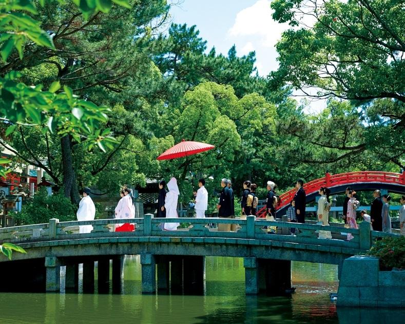 悠久の歴史を誇る住吉の杜でいくつもの絆を紡ぐ婚儀と祝宴