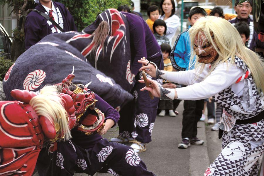 日本各地に今も残る懐かしい婚礼<br>鬼太鼓(新潟・佐渡島)