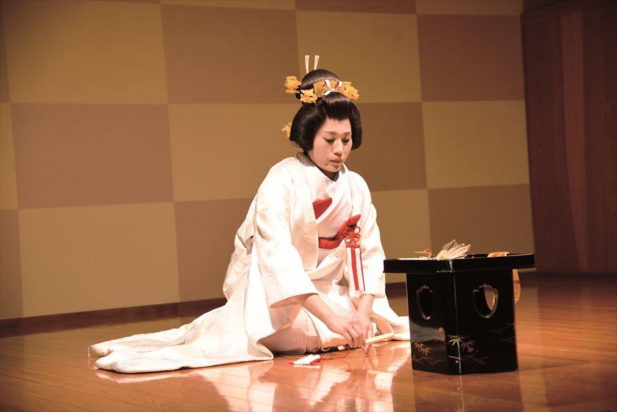 新たな家族を育む決意を胸に<br>博多伝統の花嫁挨拶「御熨斗だしの儀」